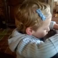 Pourquoi mon fils ne peut-il pas aller à l'école avec sa barrette ?