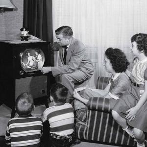 3enfantsen3ans famille devant écran