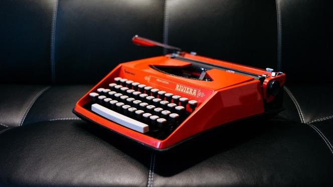 typewriter-1209082_1280.jpg