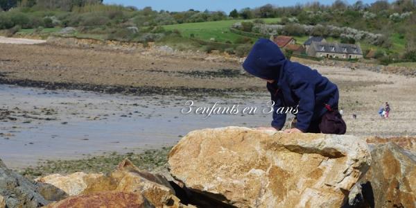 3 enfants en 3 ans enfant de mer rocher.jpg