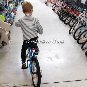 3 enfants en 3 ans enfant vélo