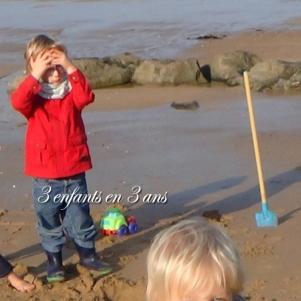 fifi plage St Malo 6 ans pelle bleue