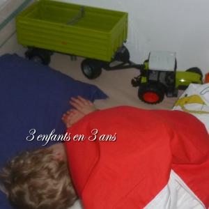 3 enfants en 3 ans tracteur vert
