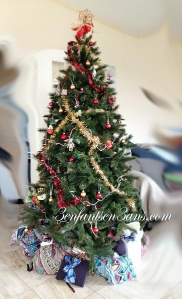 3 enfants en 3 ans sapin + cadeaux